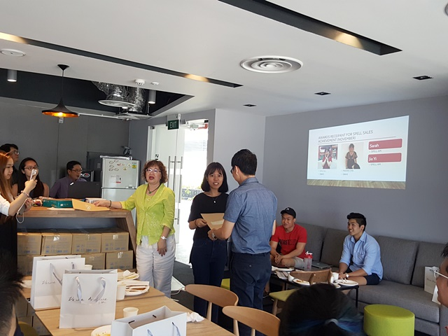 Dennis Tan, general manager of Superheat, was an invited guest at the Singapore Polytechnic Entrepreneurship Farewell Lunch, giving out prizes to the students.